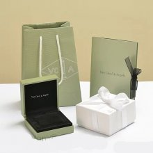 Original Van Cleef & Arpels Necklace Box (Complete set of price)